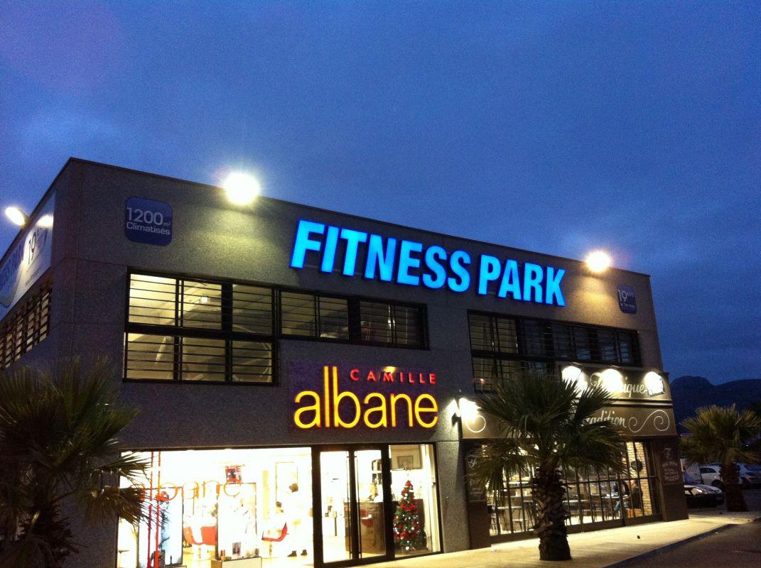 fitness park aubagne zac des paluds pose d 39 enseignes et signal tique aubagne cover deco. Black Bedroom Furniture Sets. Home Design Ideas