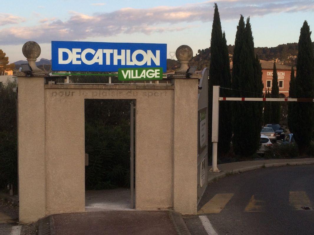 fabrication et installation des nouvelles enseignes decathlon 224 bouc bel air pose d